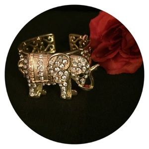 Jewelry - ☄️SALE Chic Bold Austrian Crystal Bracelet/Pin